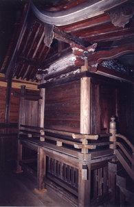 Fotografía del corredor principal de Urna de Koma